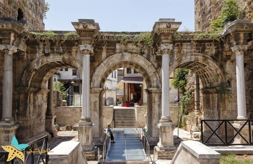 دروازهی هادریان