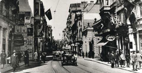 خیابان استقلال استانبول در قدیم