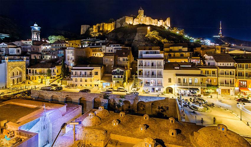 قلعه در شب