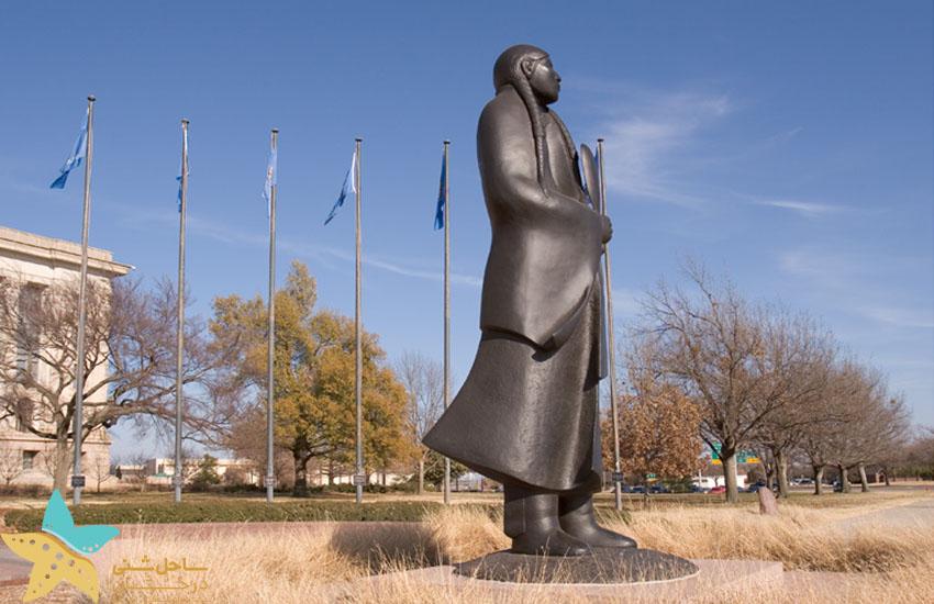 مجسمه یادبود زن سرخپوست - جاذبههای گردشگری آمریکا