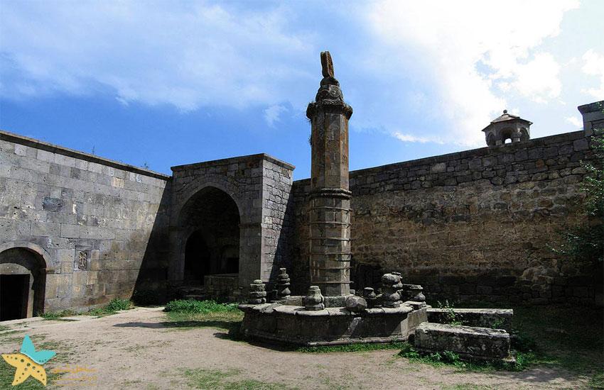 ستون گاوازان در صومعه تاتو