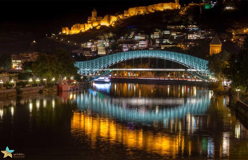 نمای پل در شب