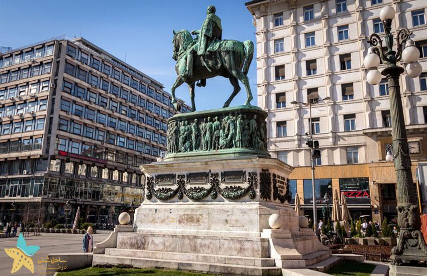 مجسمه شاهزاده میهایلو در میدان جمهوری بلگراد