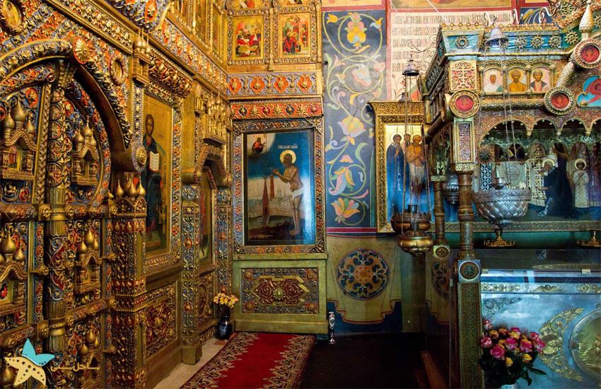 درون کلیسای سنت باسیل