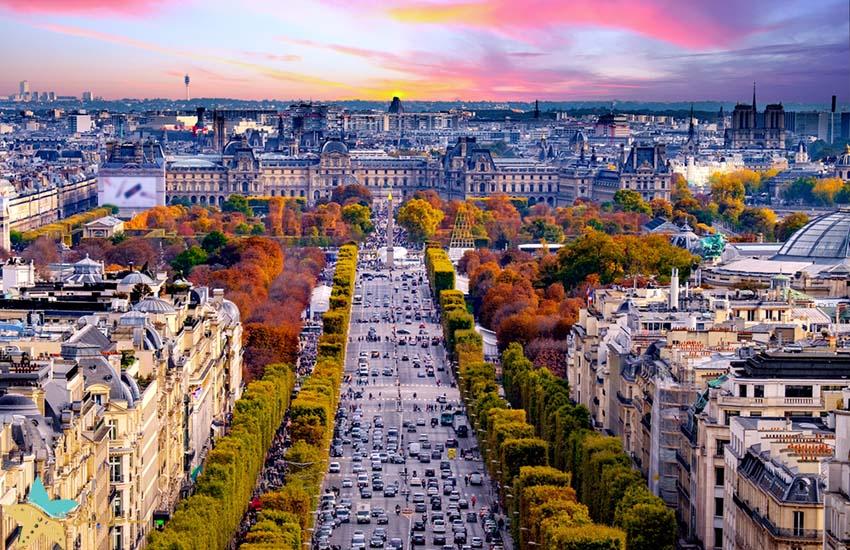 خیابان شانزلیزه در پاریس