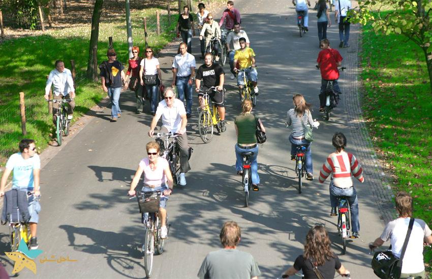 سیستم حمل و نقل عمومی در آمستردام