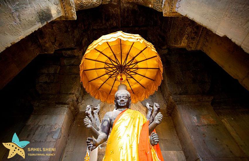 مجسمهی ویشنو در برج جنوبی انگکور وات