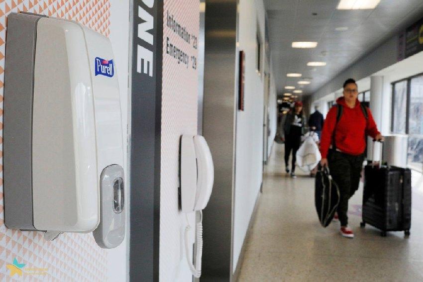 ضدعفونی کننده دست در فرودگاه