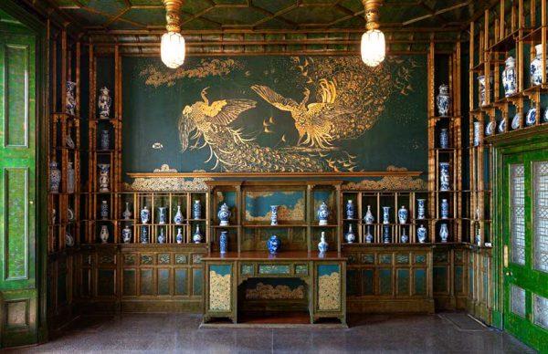 اتاق طاووس، داستان هنر و ثروت