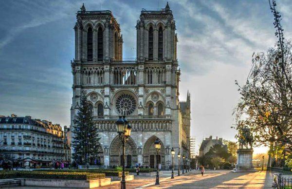 کلیسای نوتردام پاریس زنده میشود